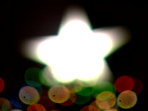 lighted star tree topper winter holiday holidays symbolic season's greetings - クリスマスツリー点灯式点の映像素材/bロール