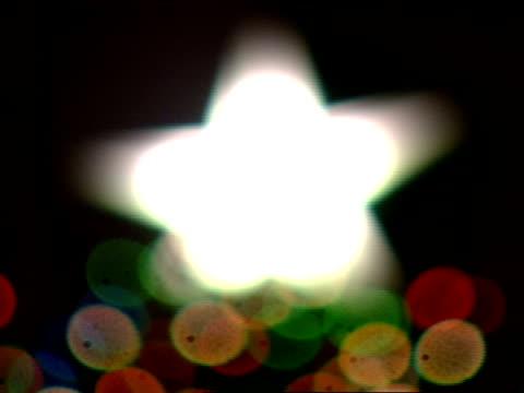 stockvideo's en b-roll-footage met lighted star tree topper winter holiday holidays symbolic season's greetings - verlichtingsceremonie kerstboom