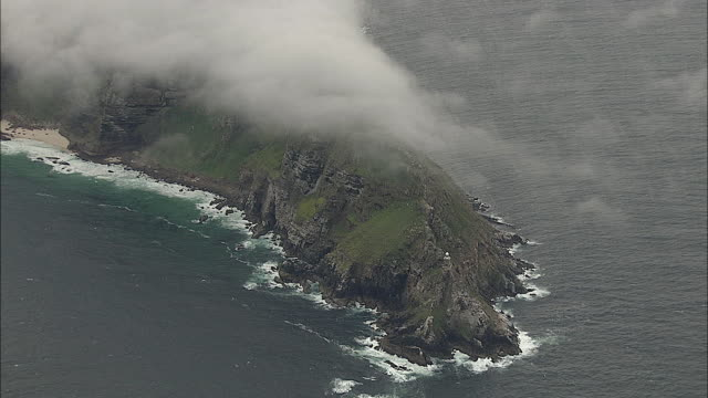 aerial zi lighthouse at cape point, cape of good hope, western cape, south africa - ケープ半島点の映像素材/bロール