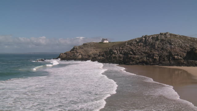 ws lighthouse at la pointe du millier / beuzec cap sizun, brittany, france - ブルターニュ点の映像素材/bロール