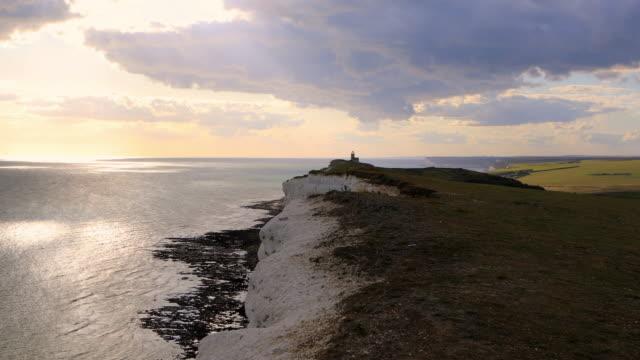 4k: 灯台イーストボーン - サウスダウンズ点の映像素材/bロール