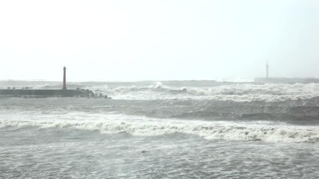 ハリケーンの灯台 - ダメージ点の映像素材/bロール