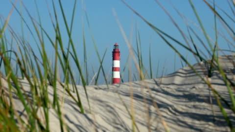 leuchtturm in den dünen - nordsee stock-videos und b-roll-filmmaterial