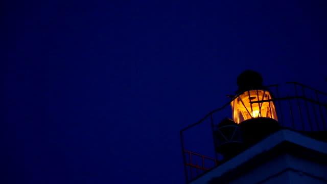 vídeos y material grabado en eventos de stock de lighthouse en la noche - equipo de seguridad