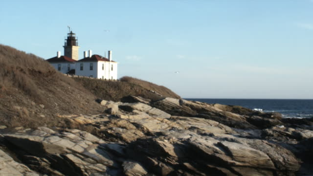 ws lighthouse, jamestown, newport, rhode island, usa - jamestown stock-videos und b-roll-filmmaterial