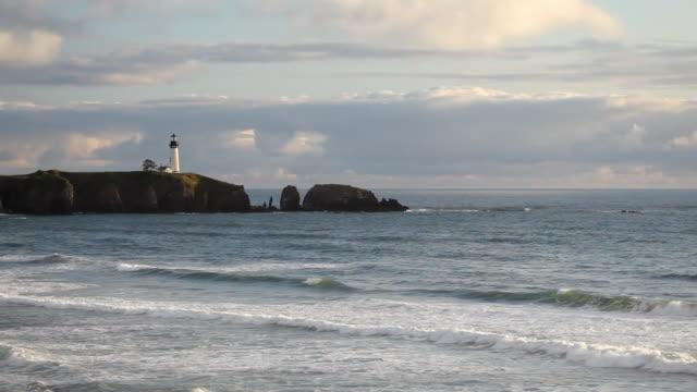 hd lighthouse on oregon coast - newport oregon stock videos & royalty-free footage
