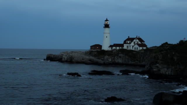 ws lighthouse overlooking ocean at night / portland, me, united states - lighthouse stock videos & royalty-free footage