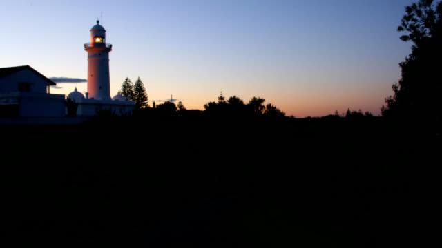 灯台ウォーク - 方向標識点の映像素材/bロール