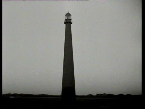 stockvideo's en b-roll-footage met 1949 b/w lighthouses on the coast / den helder, noord-holland, netherlands - noord holland