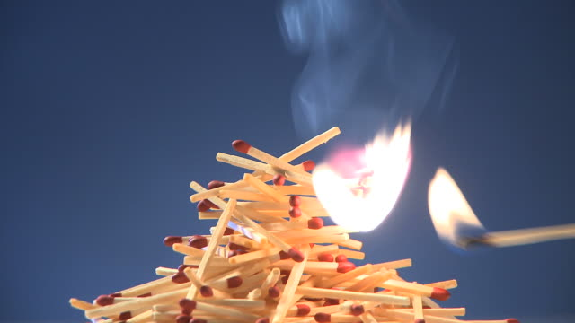 lighting a pile of matches on fire - 可燃性点の映像素材/bロール