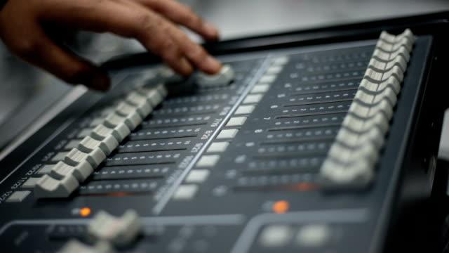 vídeos y material grabado en eventos de stock de mezclador de iluminación - plató de cine