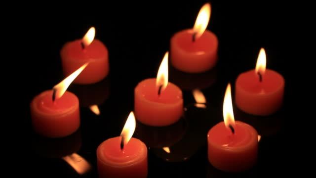 vídeos de stock, filmes e b-roll de luz de velas - religião