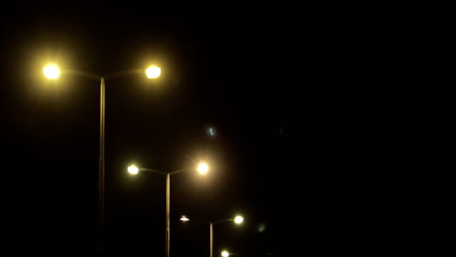 vídeos y material grabado en eventos de stock de iluminación en la carretera - estribo de coche