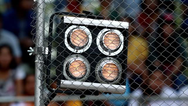 vídeos y material grabado en eventos de stock de señal de iluminación en el circuito de carreras - tablero de circuitos