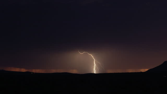 tl lightning and rainstorm over desert at night, usa - temporale video stock e b–roll