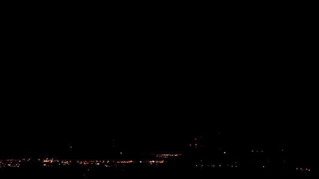vídeos de stock e filmes b-roll de lightning at night - rapid city