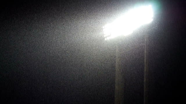 vídeos de stock e filmes b-roll de lightning lights with heavy raining - campo de futebol