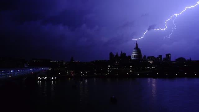 lightning london night - 稲妻点の映像素材/bロール