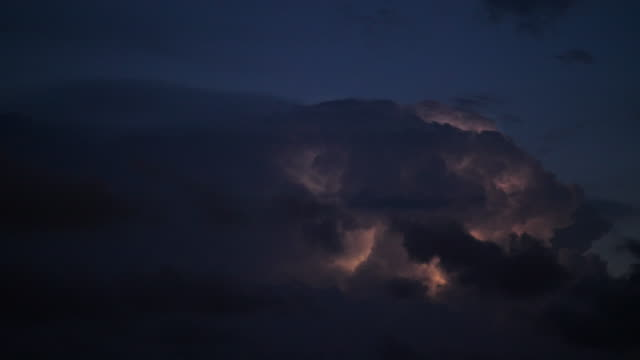 lightning storm cloud - storm cloud stock-videos und b-roll-filmmaterial