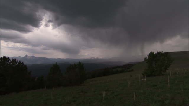 lightning strikes hillside during rainstorm, yellowstone, usa - 気まぐれな空点の映像素材/bロール