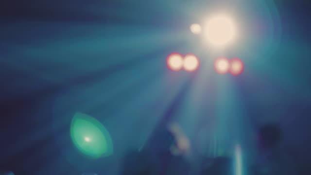 vídeos y material grabado en eventos de stock de concierto de luces - luz eléctrica