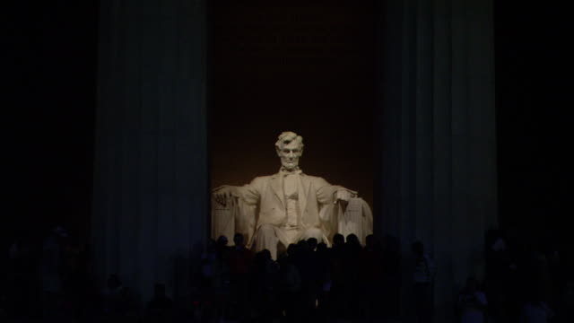 Lights focus on the Lincoln Memorial at night.