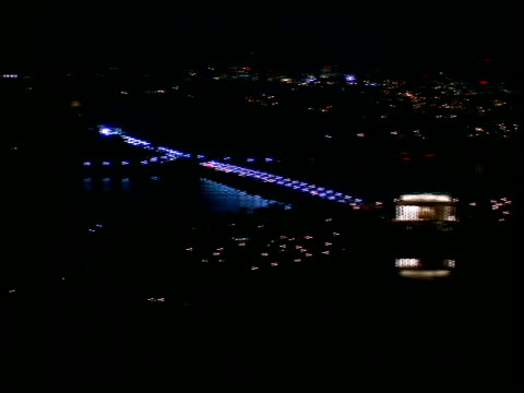 stockvideo's en b-roll-footage met lights from traffic and monuments illuminate the city of washington, dc at night. - potomac rivier