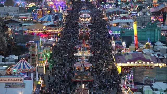 lights illuminate amusement rides in the evening of the opening day of the 2018 oktoberfest beer festival on september 22 2018 in munich germany this... - traditionelle kleidung stock-videos und b-roll-filmmaterial