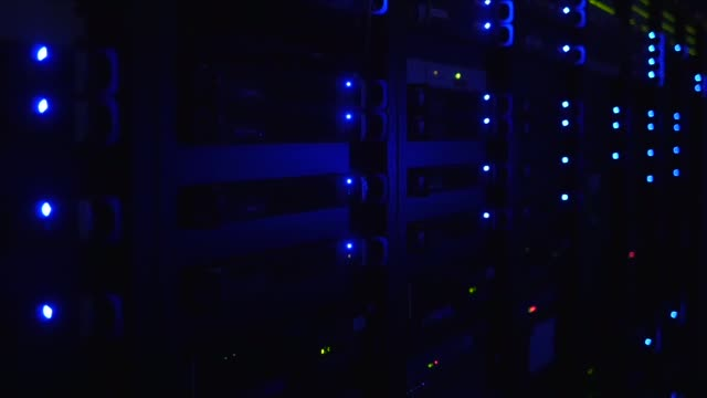 vídeos de stock, filmes e b-roll de led lights in a computer server room - peça de computador