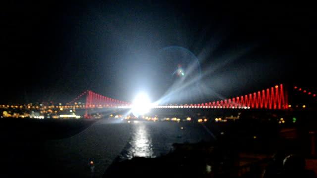 stockvideo's en b-roll-footage met verlichting in istanbul - 15 juli martelaarsbrug