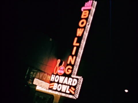 vidéos et rushes de 1941 pan lights on bowling alley marquee to billboard at night / chicago / industrial - prelinger archive