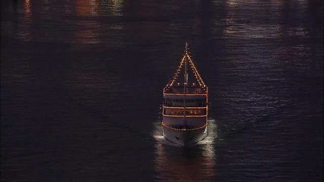 lights sparkle on a ferry in kobe harbor, japan. aerial shot - フェリー船点の映像素材/bロール
