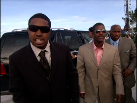 lil scrappy arriving at the 2005 mtv video music awards red carpet - mtv1 stock-videos und b-roll-filmmaterial