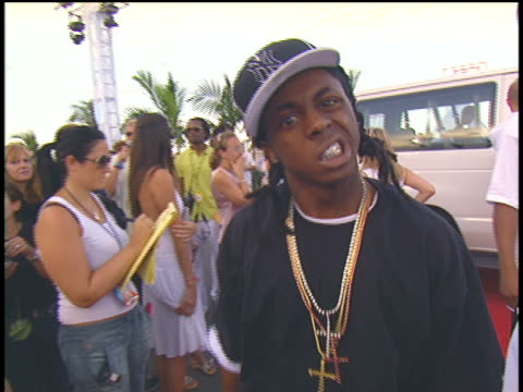 lil' wayne arriving at the 2004 mtv video music awards red carpet - 2004 bildbanksvideor och videomaterial från bakom kulisserna