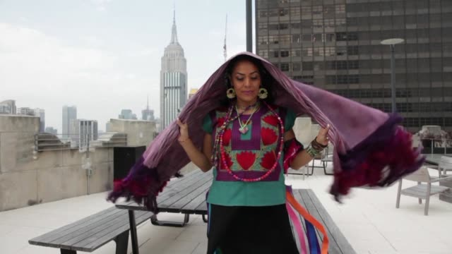 lila downs presenta con orgullo al chile su ultimo album que combina cumbia y ritmos electronicos para cantar a la famosa fruta picante y a los... - fruta stock videos & royalty-free footage
