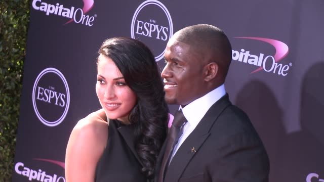vídeos y material grabado en eventos de stock de lilit avagyan reggie bush at the 2013 espy awards on 7/17/2013 in los angeles ca - premios espy
