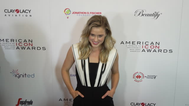 vidéos et rushes de lily anne harrison at the american icon award at regent beverly wilshire hotel on may 19, 2019 in beverly hills, california. - regent beverly wilshire hotel
