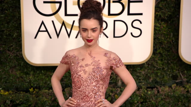 lily collins at 74th annual golden globe awards arrivals at the beverly hilton hotel on january 08 2017 in beverly hills california 4k - ビバリーヒルトンホテル点の映像素材/bロール