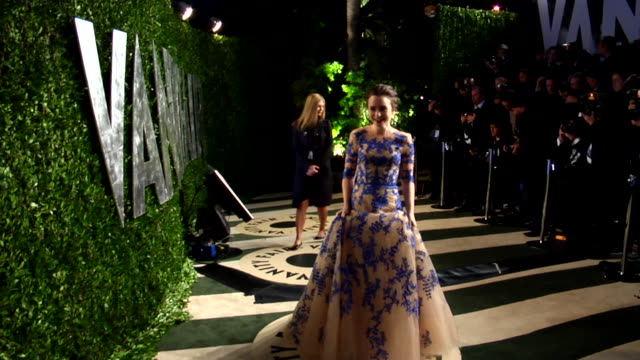vídeos de stock, filmes e b-roll de lily collins at the 2012 vanity fair oscar party hosted by graydon carter inside party at west hollywood ca - vanity fair oscar party