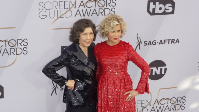 lily tomlin and jane fonda at the 25th annual screen actors guild awards at the shrine auditorium on january 27 2019 in los angeles california - 映画俳優組合点の映像素材/bロール