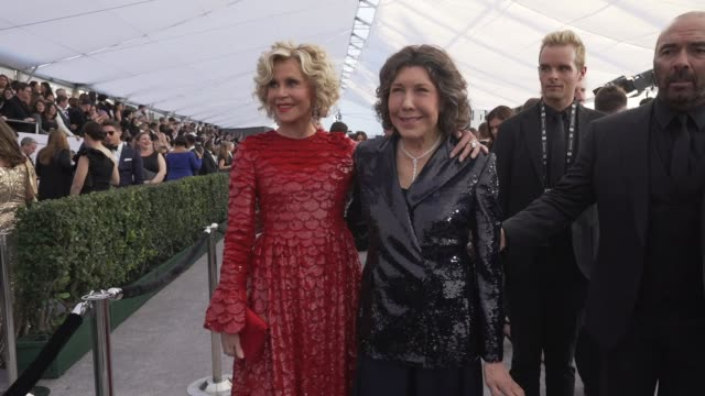 lily tomlin jane fonda at the 25th annual screen actors guild awards social ready content at the shrine auditorium on january 27 2019 in los angeles... - 映画俳優組合点の映像素材/bロール