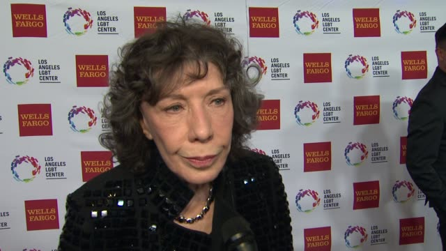 stockvideo's en b-roll-footage met interview lily tomlin on the event at los angeles lgbt center 46th anniversary gala vanguard awards at the hyatt regency century plaza on november 07... - anniversary gala vanguard awards