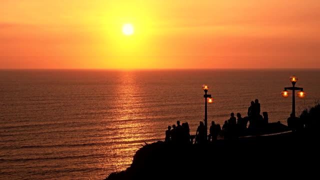 Lima Peru broadwalk zonsondergang met mensen silhouetten