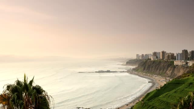 vidéos et rushes de coucher de soleil miraflores de lima pérou - littoral
