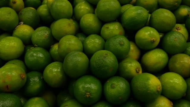 vídeos y material grabado en eventos de stock de lima en el mercado de agricultores - vitamina c