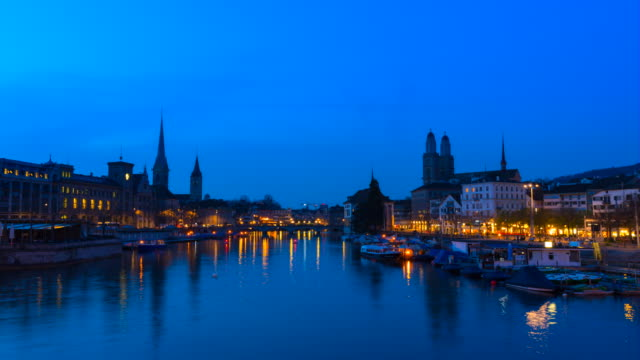 tl limmat river and zurich skyline with grossmuenster cathedral - kathedrale stock-videos und b-roll-filmmaterial