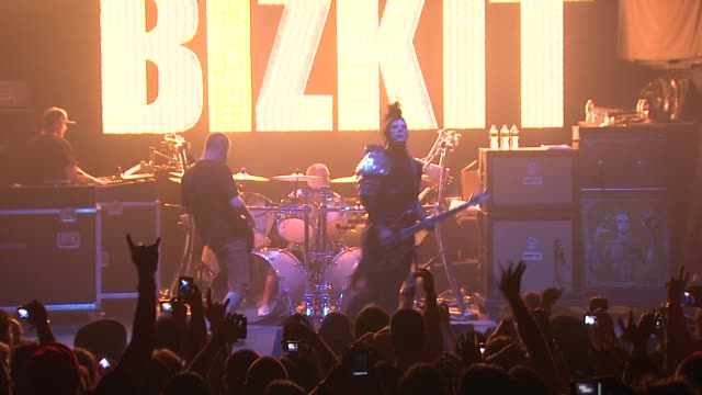 stockvideo's en b-roll-footage met limp bizkit at the limp bizkit announces first major us tour in more than nine years at new york ny - popmuziek tournee
