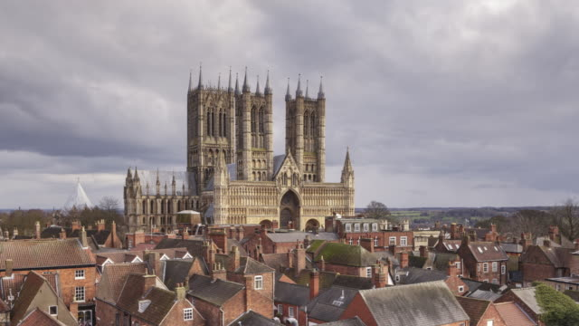 stockvideo's en b-roll-footage met lincoln cathedral in england, uk. - rond de 11e eeuw