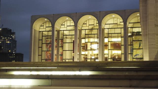 vídeos de stock, filmes e b-roll de lincoln center - metropolitan opera house