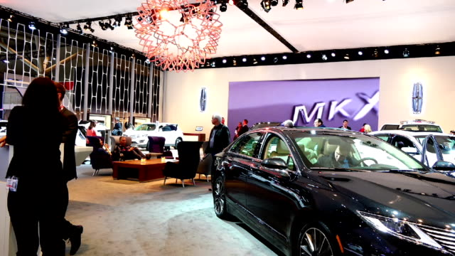 lincoln display in the canadian international autoshow which is canada's largest automotive show held annually at the metro toronto convention centre - strategia di vendita video stock e b–roll